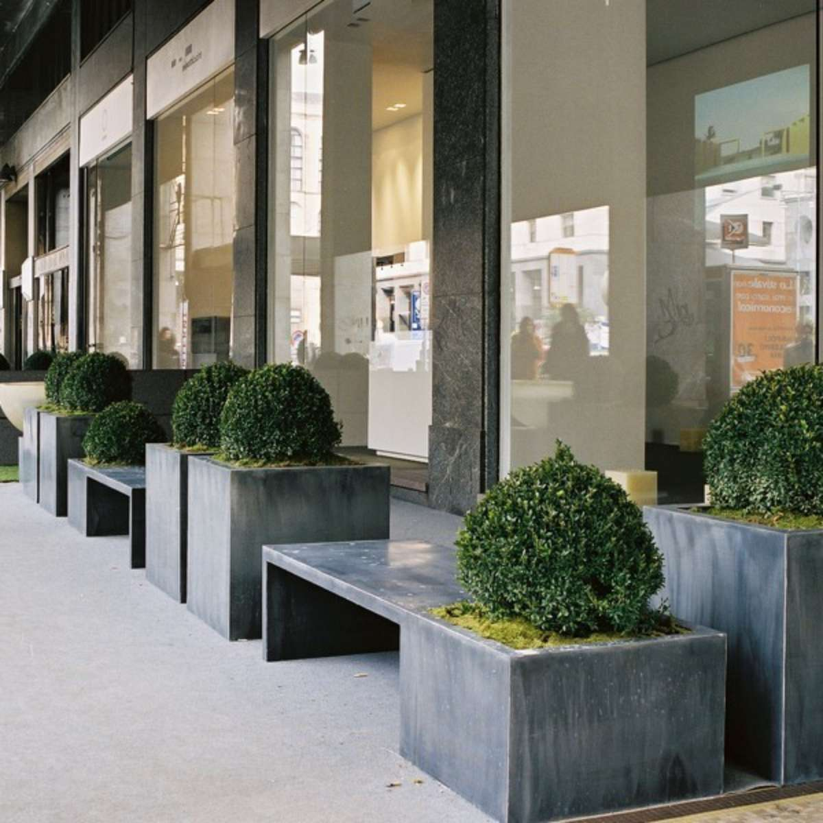 Zinc IN-OUT Seat-Planter