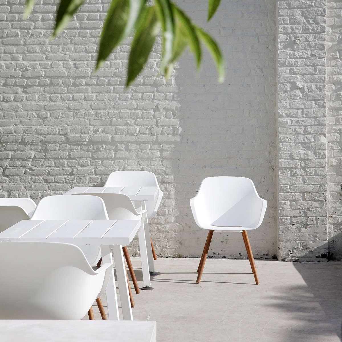 Minus Table Ambient 01