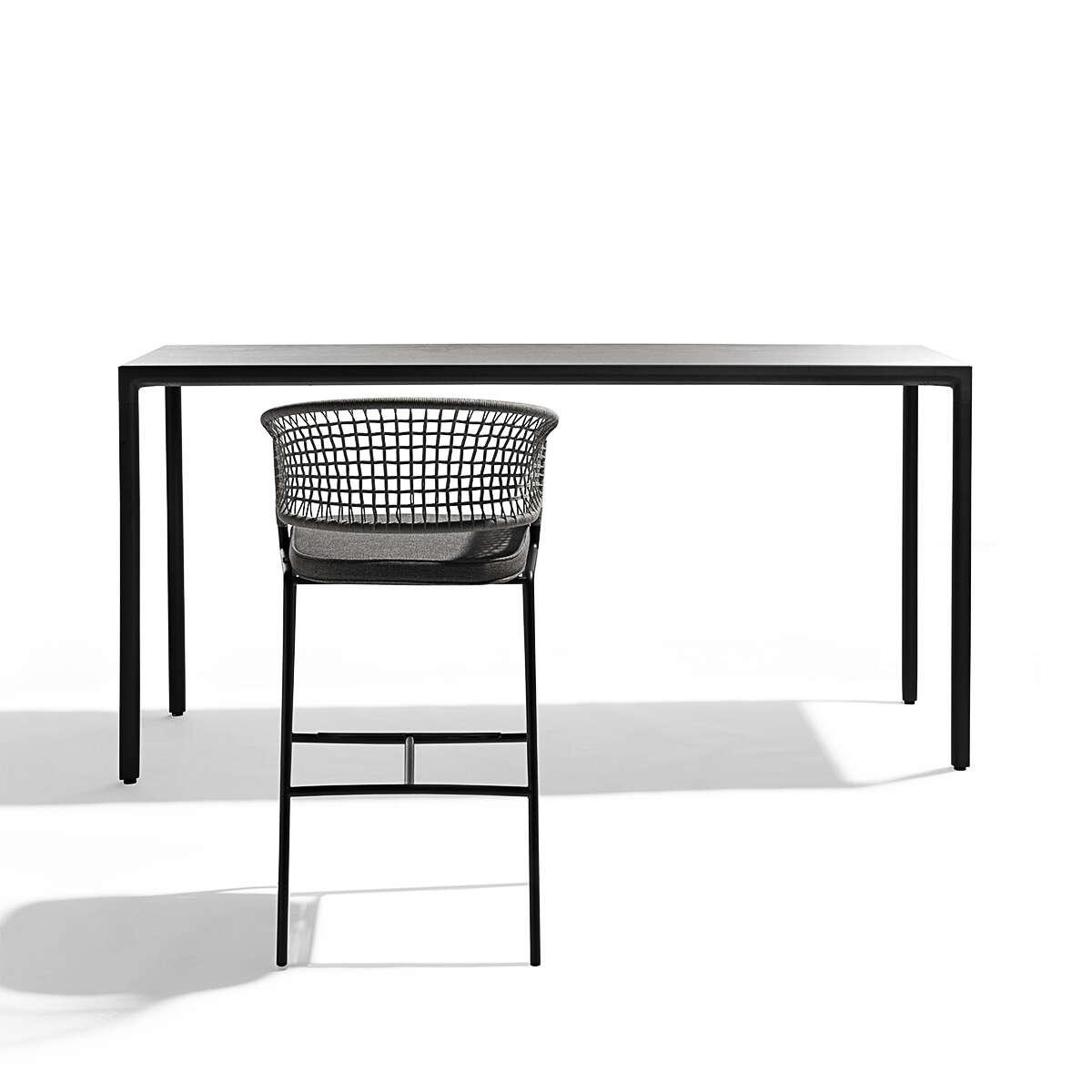 Illum Bar Table