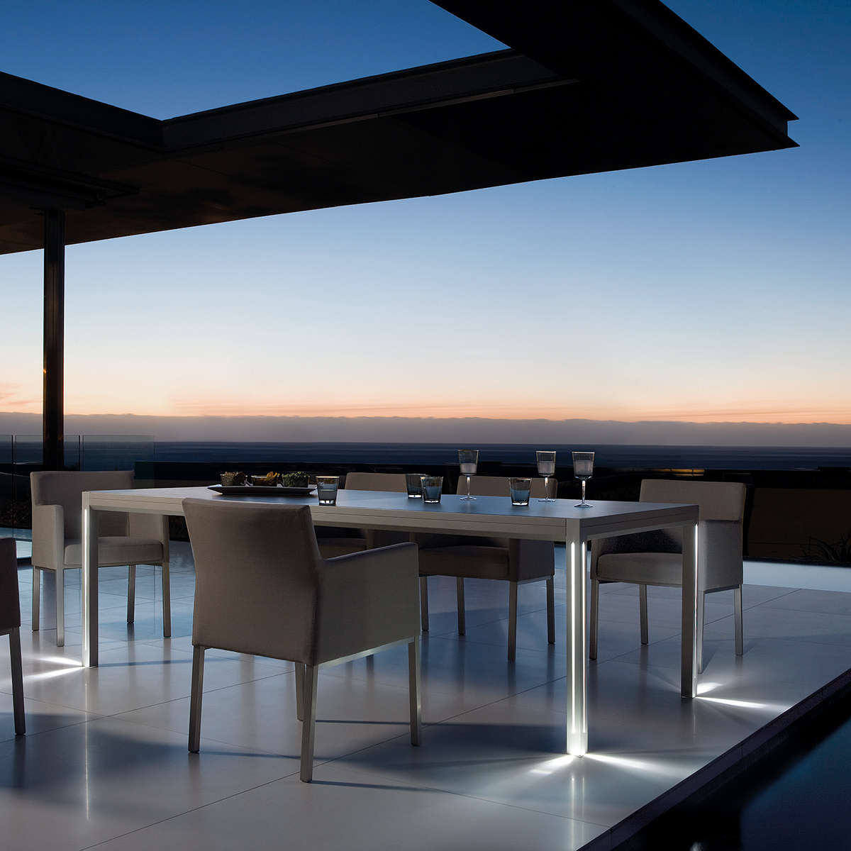 Manutti Luna Dining Table Hr 2