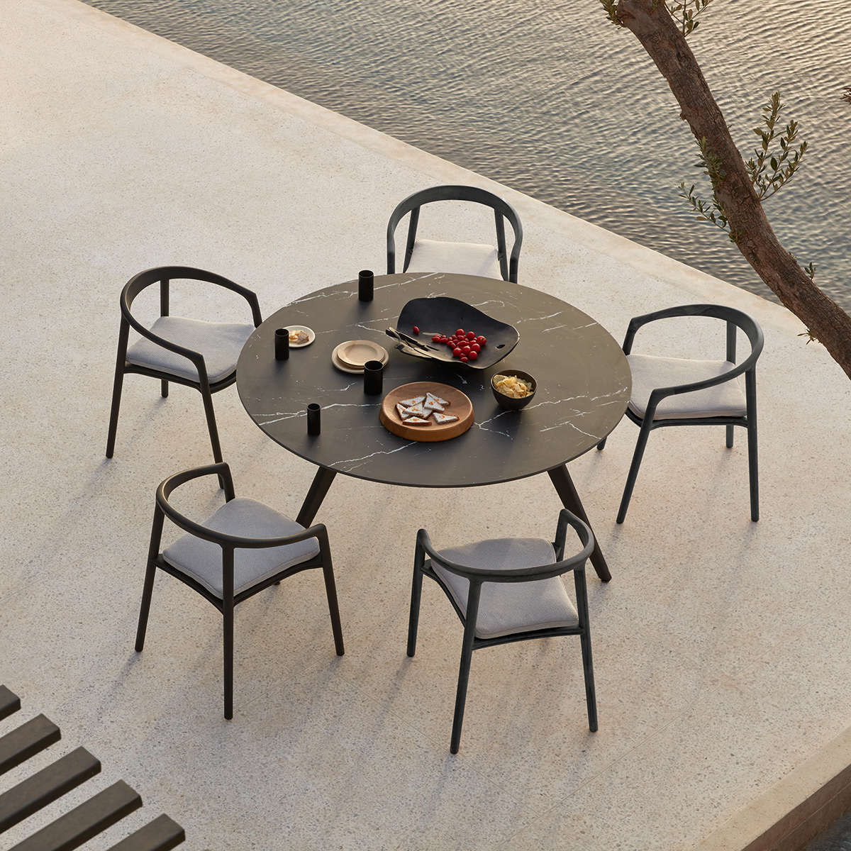 Manutti Torsa Dining Table Ambi 2