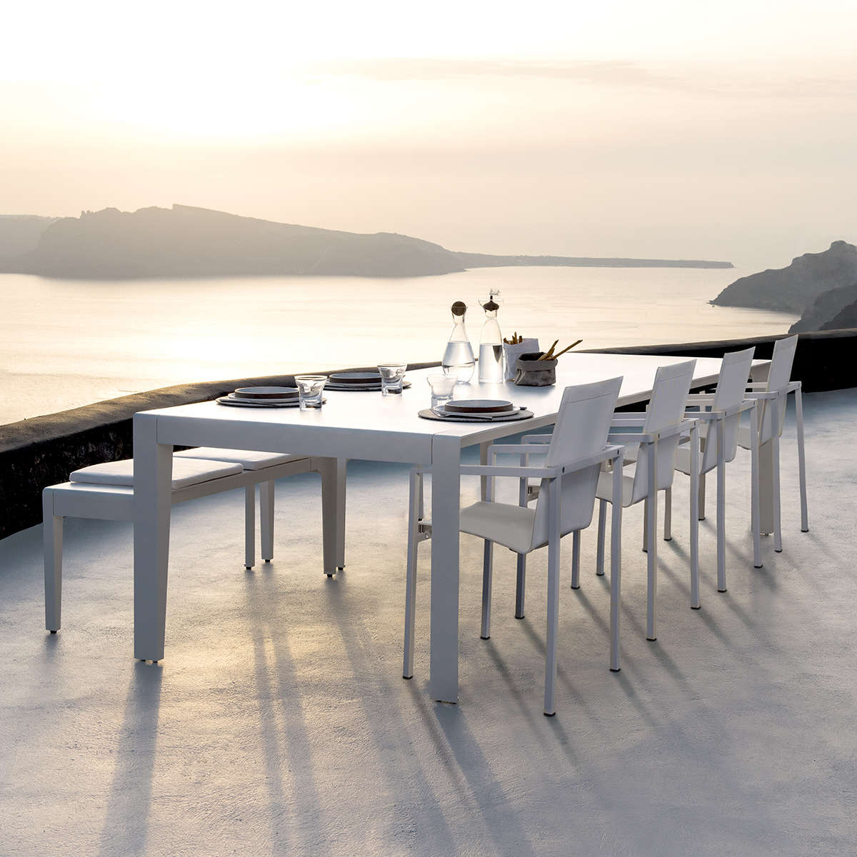 Mirthe Dining Table  Natal Alu Chairs 01