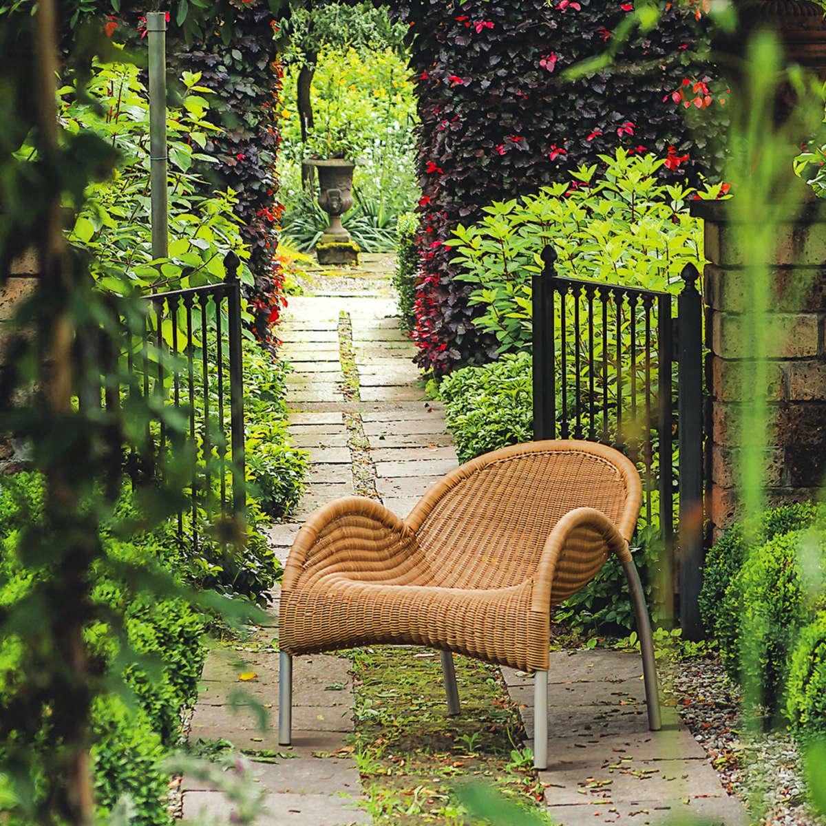 Modern Garden Co Manta Ambient 1