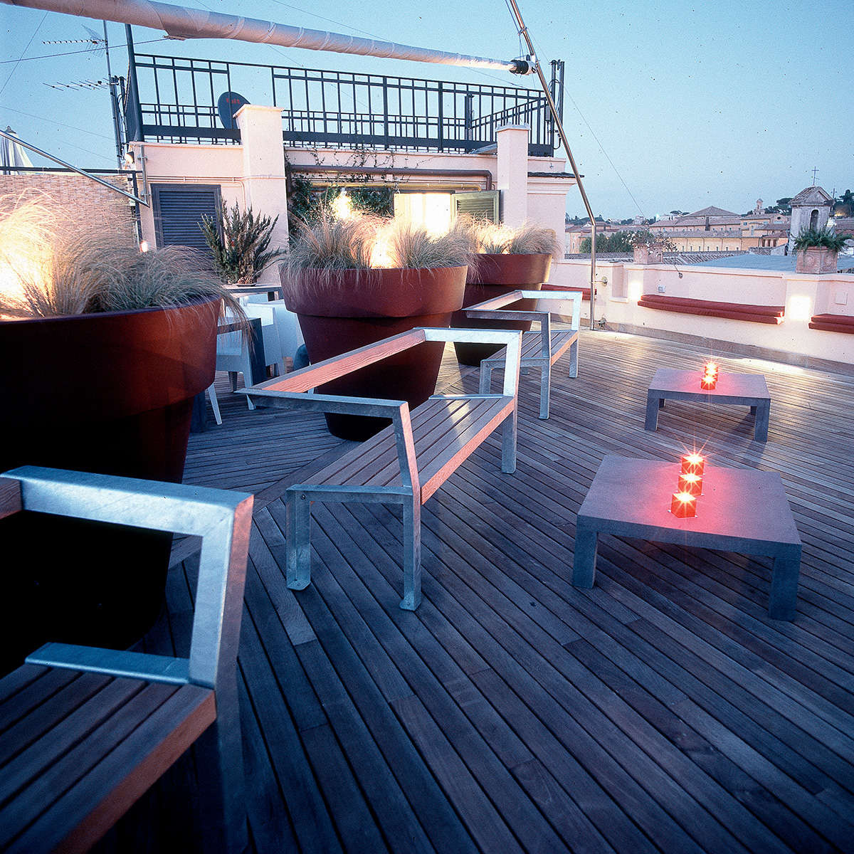 Sunset Lounge Table