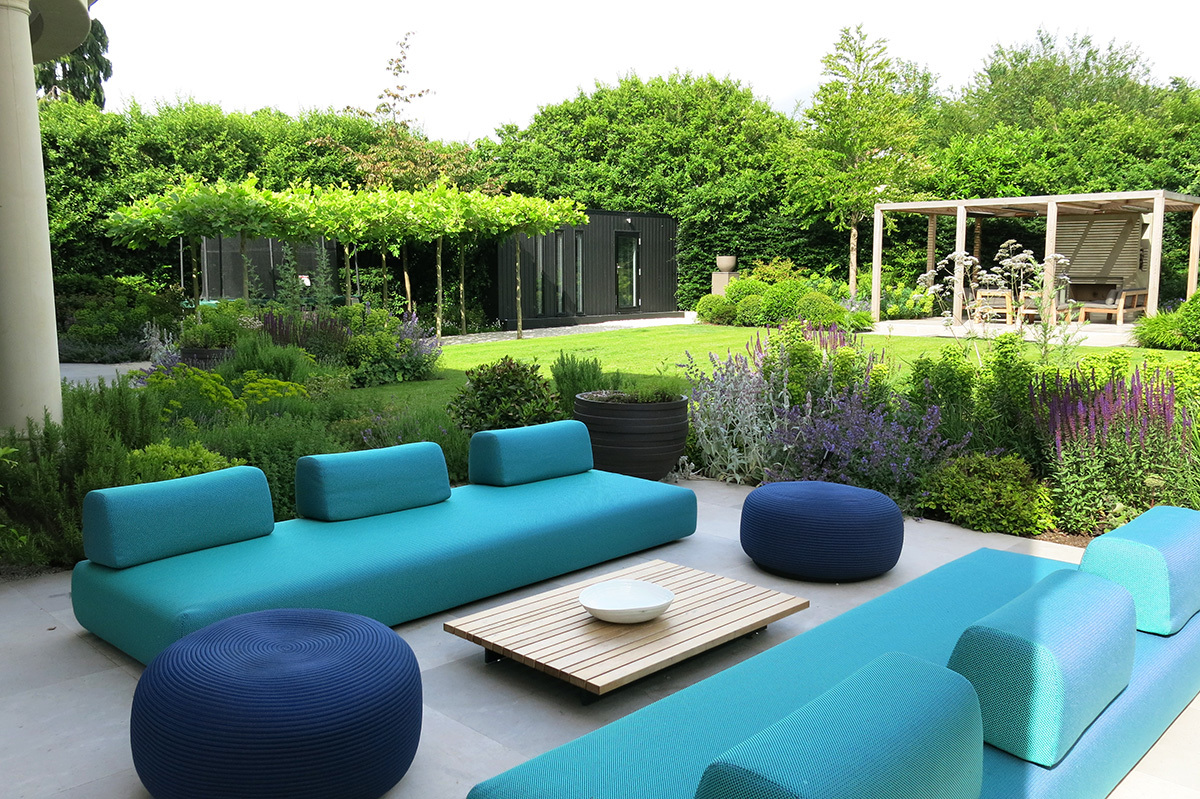 Surrey garden by Design: Charlotte Rowe