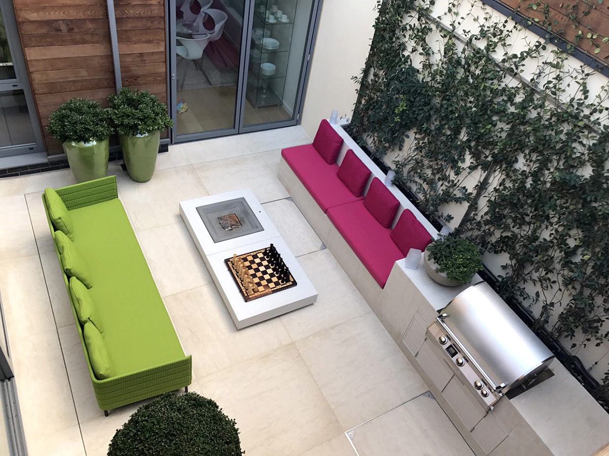 Colourful garden by Design: Charlotte Rowe